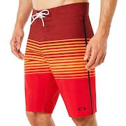 21 Inches Camou Boardshort - Red Line