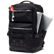 Utility Square Backpack - Blackout