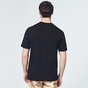 Reverse T-Shirt - Blackout